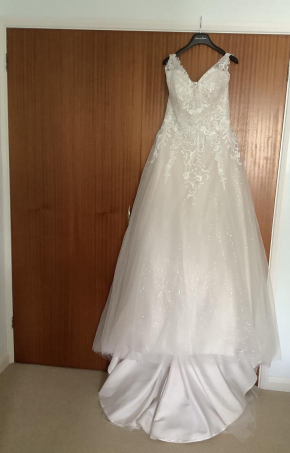 Phoenix Gowns | Wedding Dress | Aline | C2469