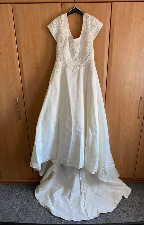 Pronuptia   Wedding Dress   Aline   C2376