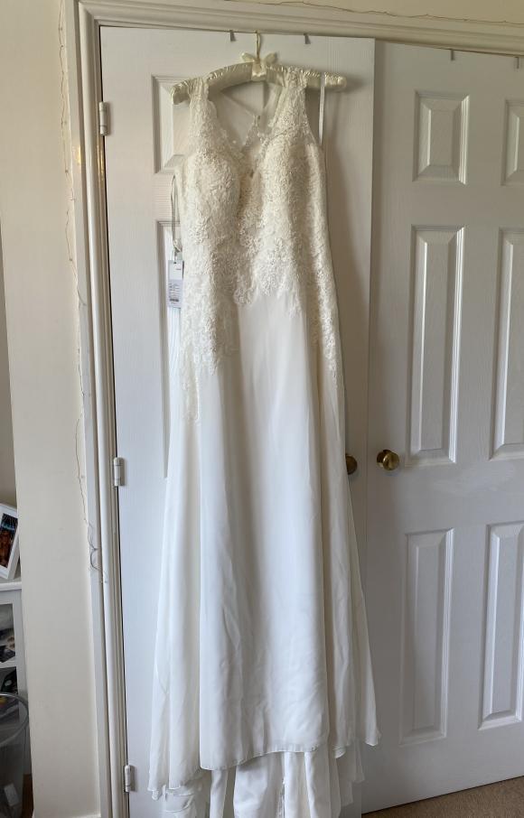 Anna Sorrano | Wedding Dress | Fit to Flare | C2372