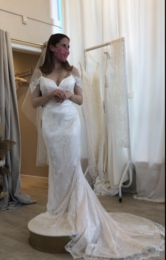 Paloma Blanca   Wedding Dress   Fit to Flare   C2382