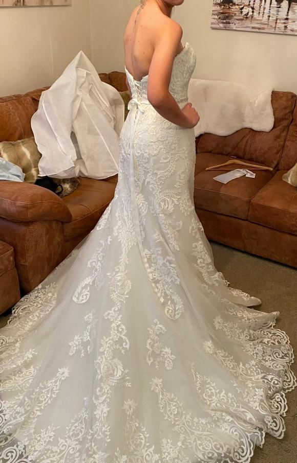 Maggie Sottero   Wedding Dress   Fit to Flare   C2399