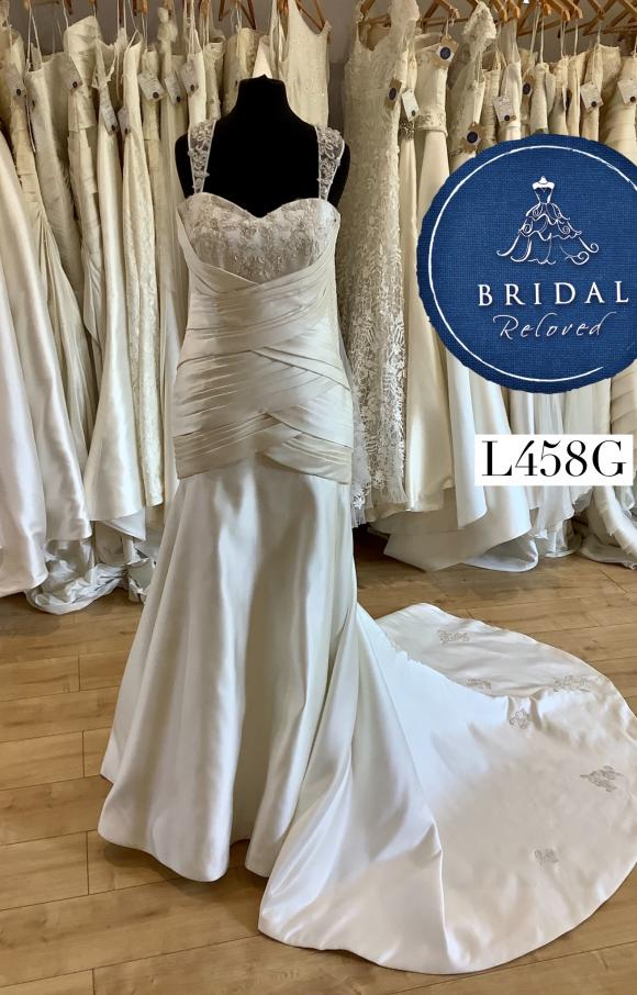 Phoenix Gowns | Wedding Dress | Fit to Flare | L456G