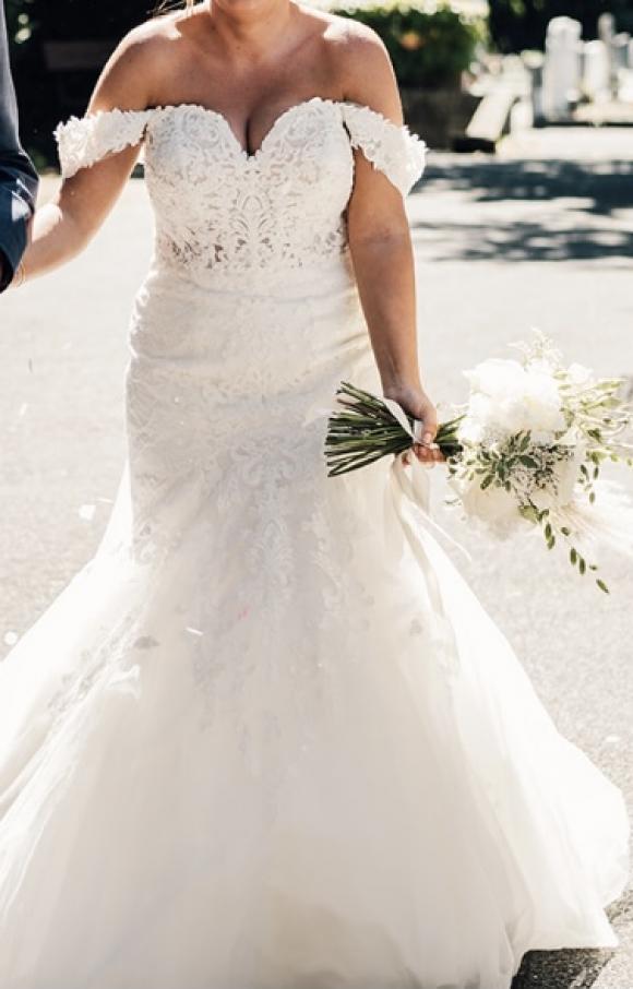Stella York | Wedding Dress | Fit to Flare | C2609