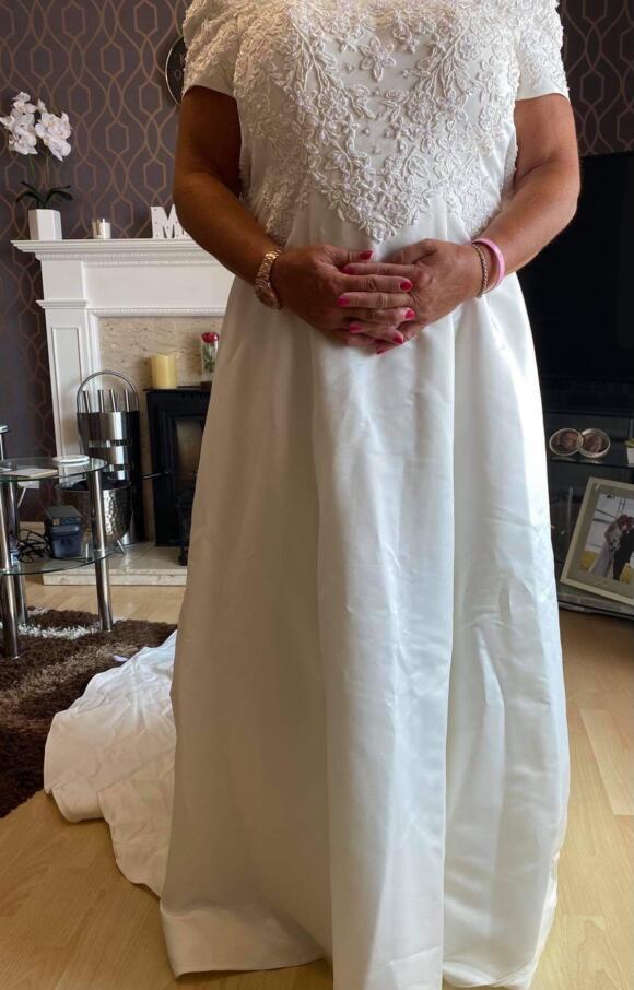 Pronuptia | Wedding Dress | Aline | C2376