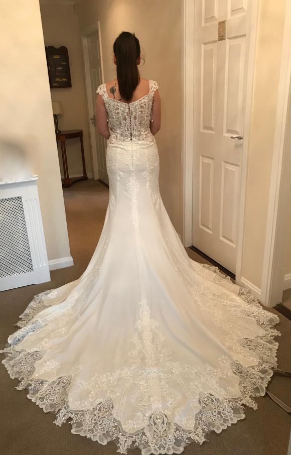 Ronald Joyce | Wedding Dress | Fit to Flare | C2405