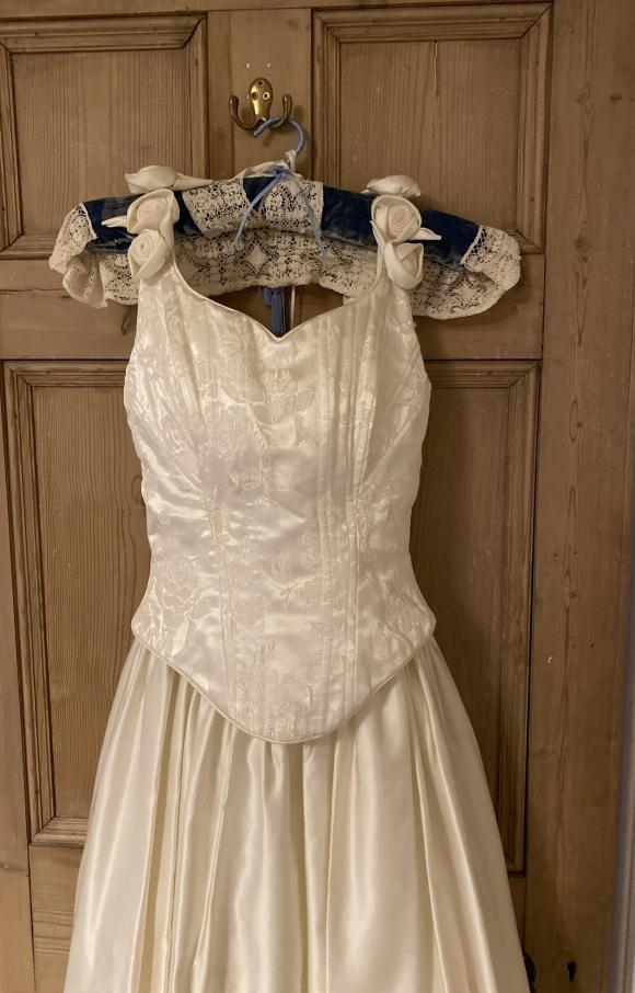 Ronald Joyce   Wedding Dress   Fit to Flare   C2431
