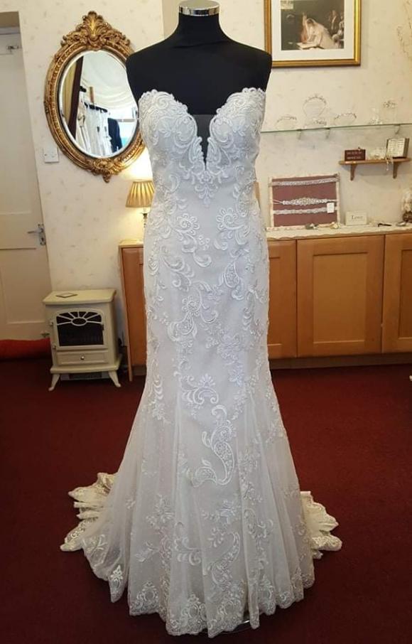 Casablanca | Wedding Dress | Fit to Flare | C2409