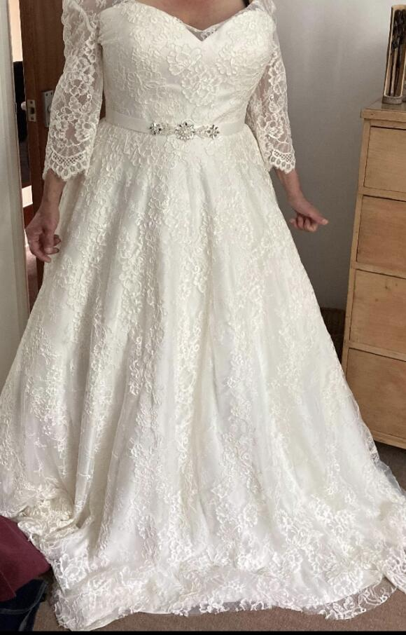 White Rose   Wedding Dress   Princess   C2463