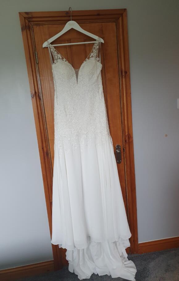 Viva Bridal   Wedding Dress   Fit to Flare   C2529