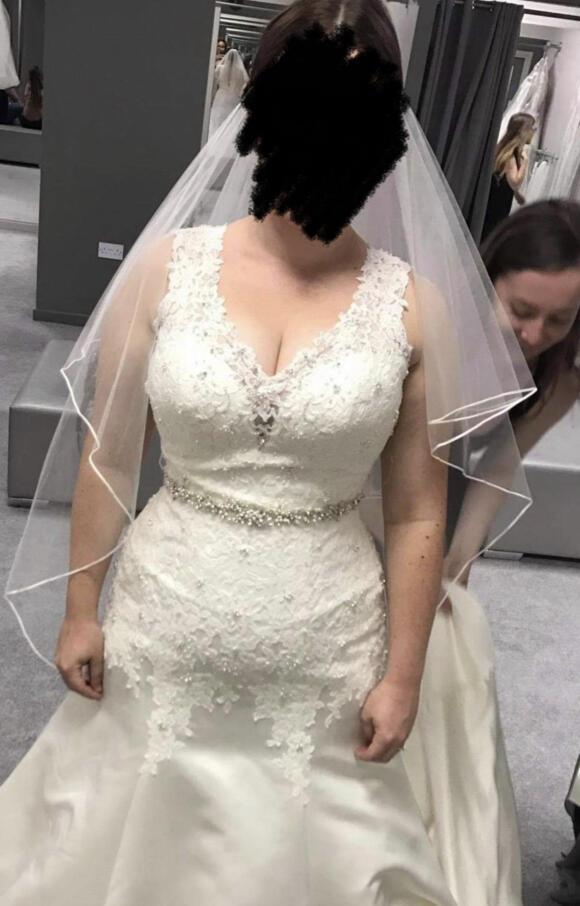 Anna Sorrano   Wedding Dress   Fit to Flare   C2549