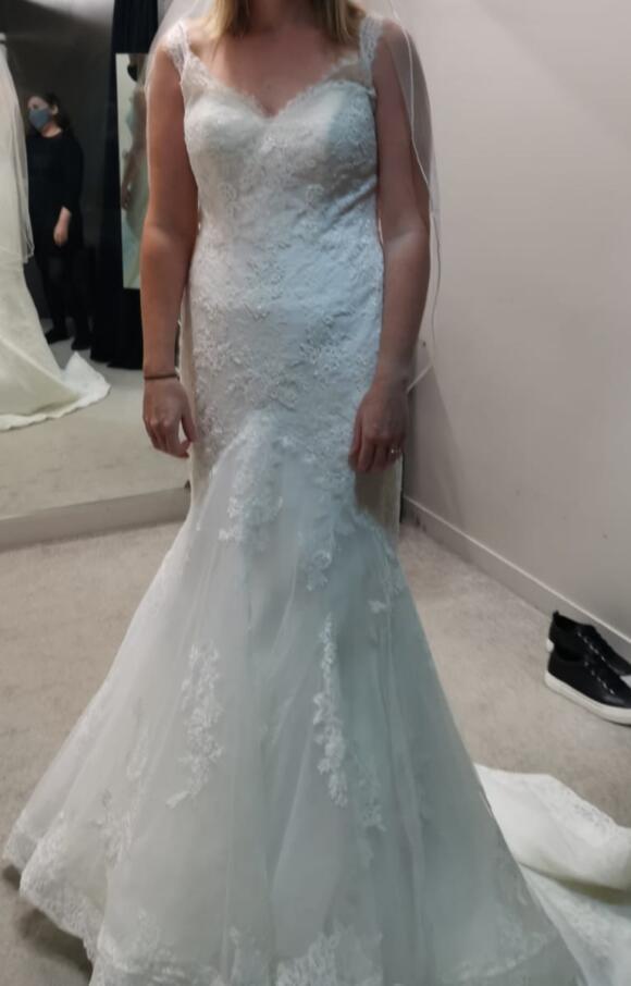 Anna Sorrano   Wedding Dress   Fit to Flare   C2557