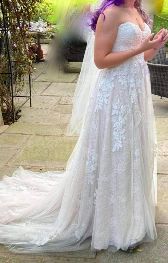 Essense of Australia   Wedding Dress   Aline   C2450