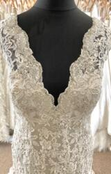 Allure | Wedding Dress | Fit to Flare | LE373M