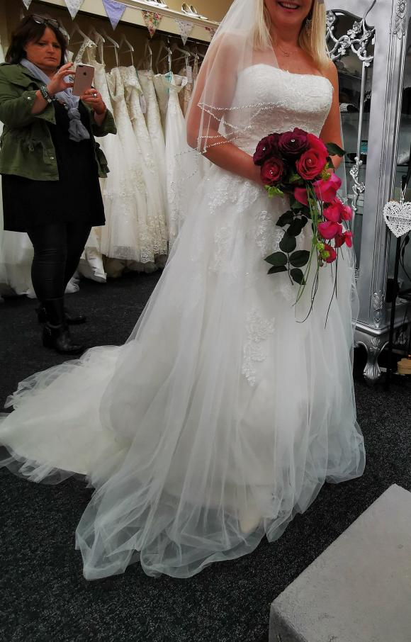 Tres Chic | Wedding Dress | Aline | C2478