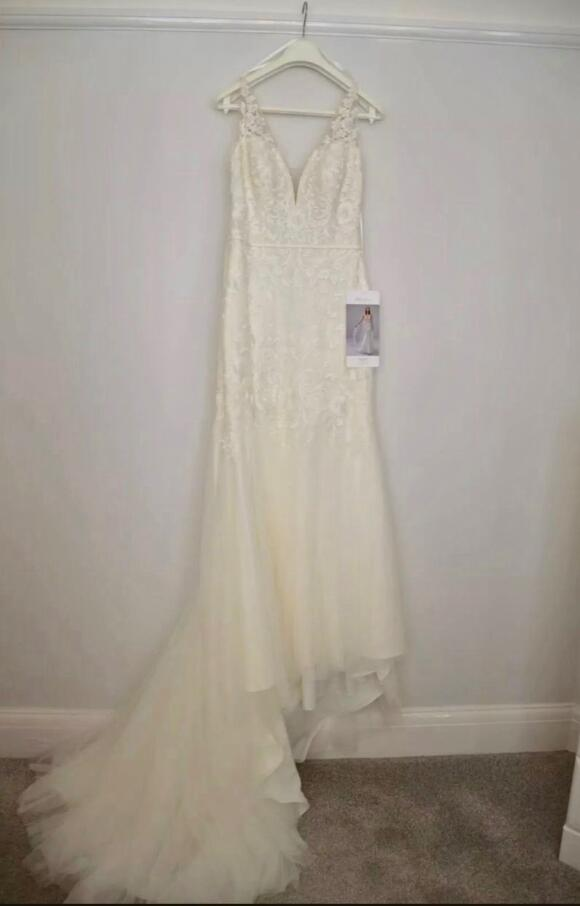 White One    Wedding Dress   Fit to Flare   C2530