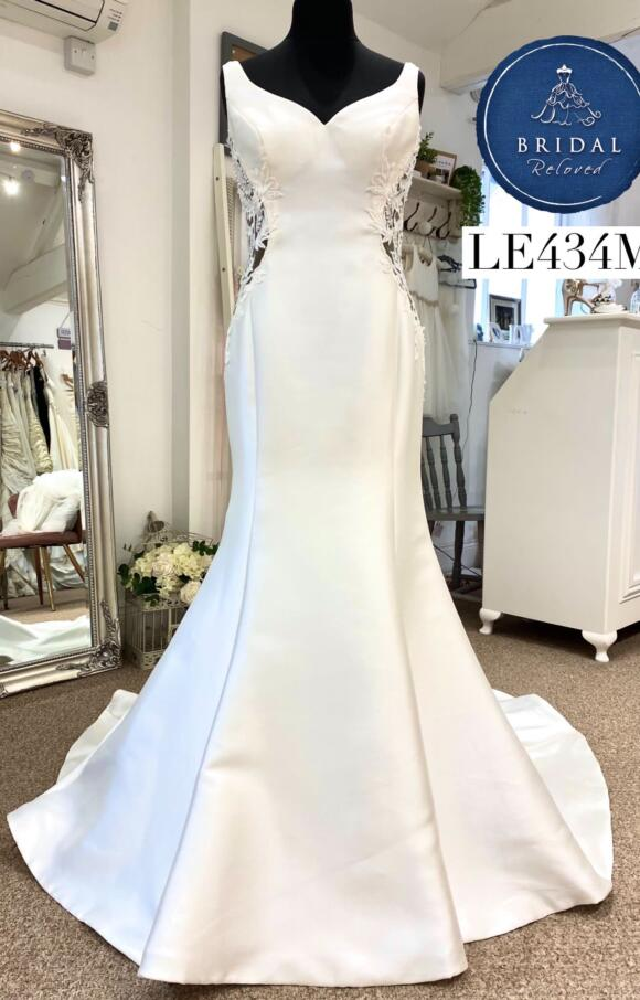 the One | Wedding Dress | Fit to Flare | LE434M