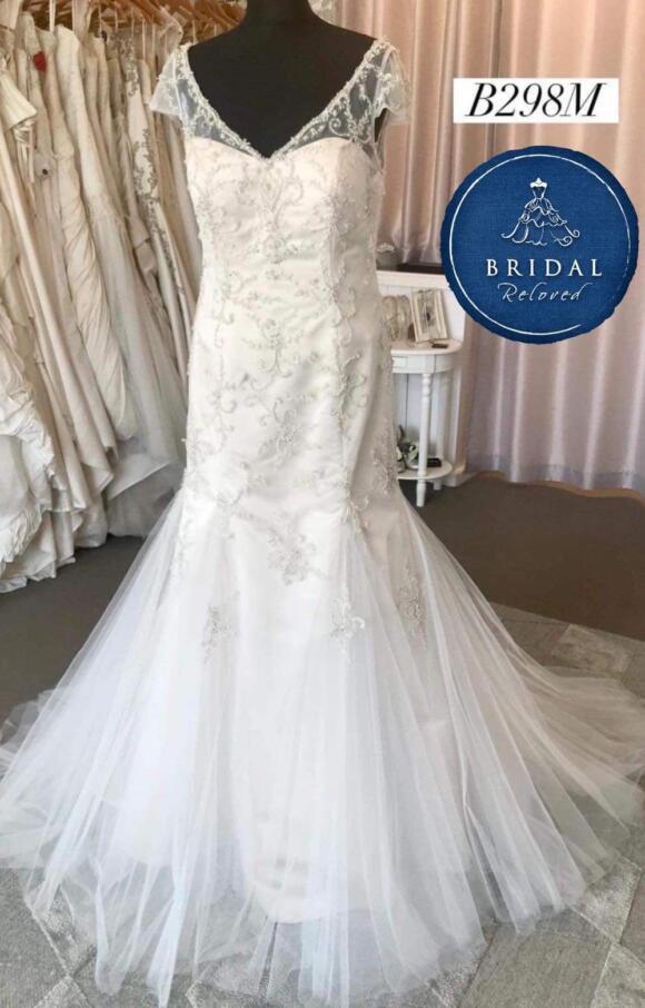 Veromia | Wedding Dress | Fit to Flare | B298M