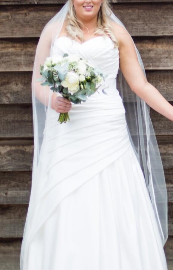 Amanda Wyatt   Wedding Dress   Straight   C2640