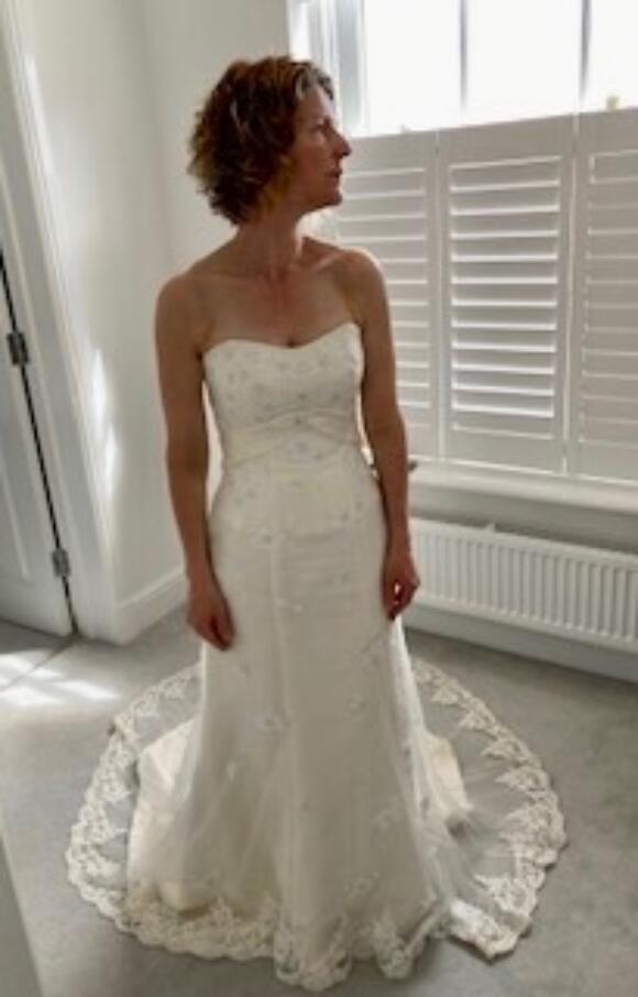 Essense | Wedding Dress | Fit to Flare | C2585