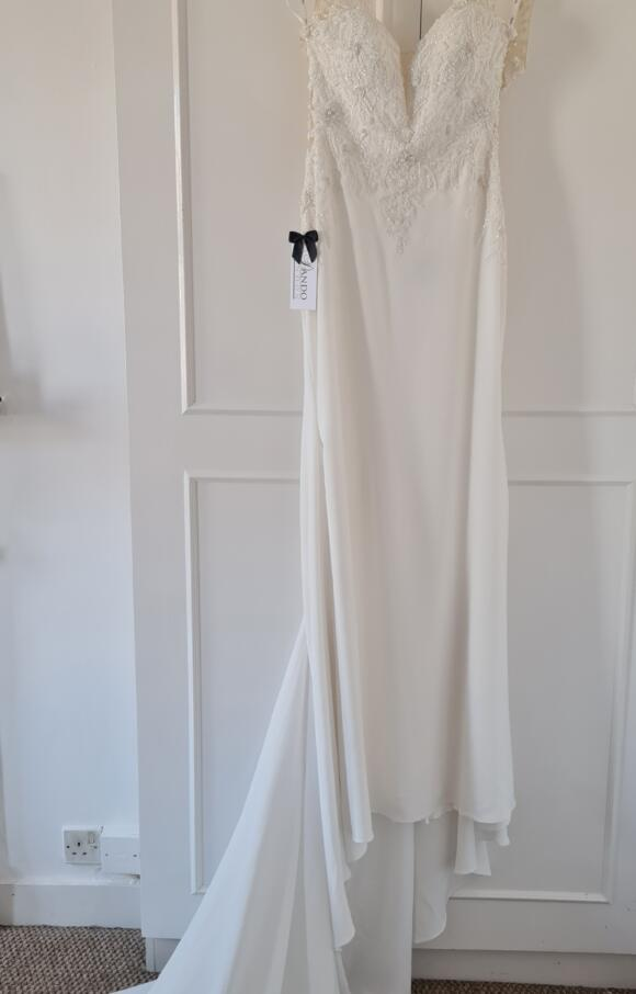 Dando London | Wedding Dress | Column | C2658