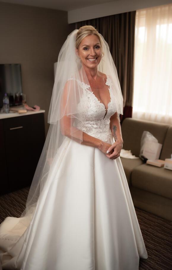 Essence of Australia   Wedding Dress   Fit to Flare   C2636