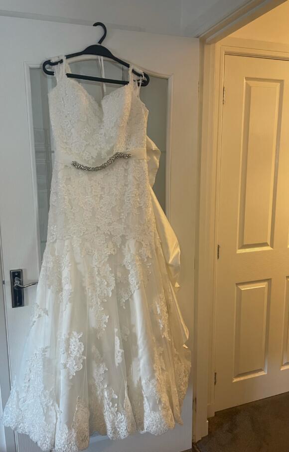 Essence of Australia | Wedding Dress | Fit to Flare | C2655